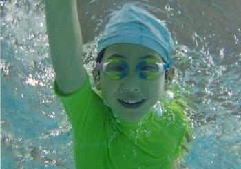回龙观宝宝学游泳