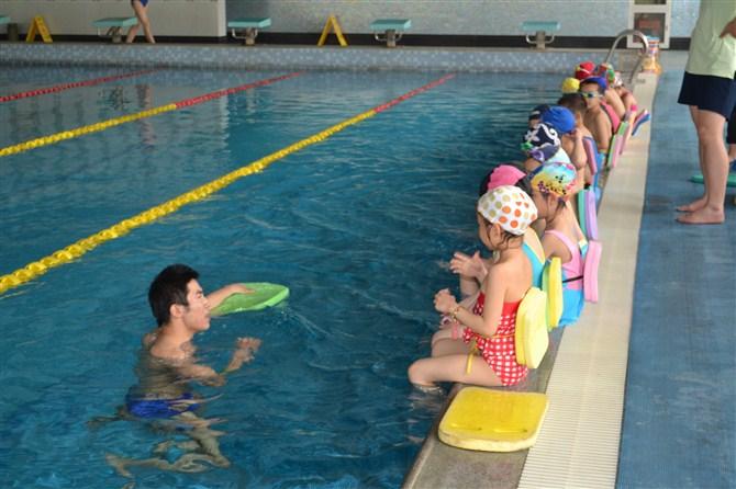 进行婴儿游泳培训的好处